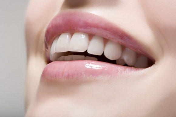 Một hàm răng trắng sáng, sạch bóng vôi răng sẽ giúp bạn tự tin hơn